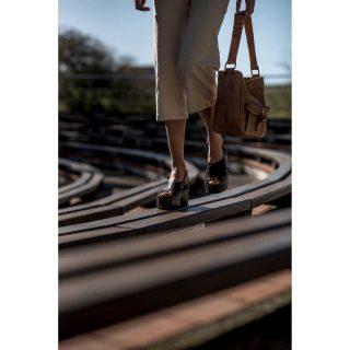 Siempre cómoda y a la moda. Y para todas las que somos un poquito más pequeñitas de estatura... Un poquito de trampa con plataforma 😂  Encuentra las sandalias para este verano con descuento en:   www.tiendaspardo.com  #sandalias #bellagaimo #brand #conceptstore #marcas #pardostore #barriodelasletras #madrid #suances #cantabria #mujeres #modamujer #sandalias #descuento #ponsquintana #madeinspain